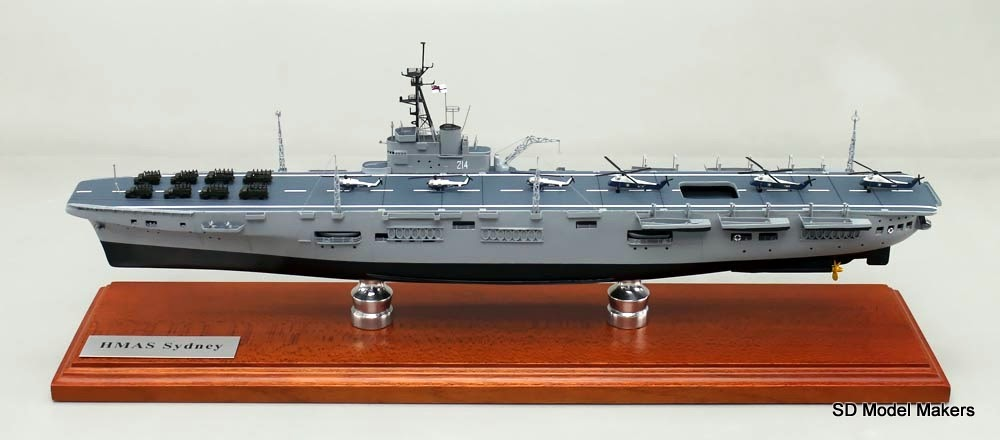 This 1 72 Scale Hull Es In Two Versions Hms Colossus As Built Late 1944 And Hmas Melbourne Pleted 1955 These Hulls E With All