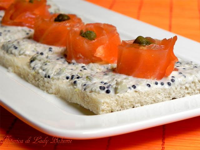 hiperica_lady_boheme_blog_cucina_ricette_gustose_facili_e_veloci_tartine_al_salmone_4