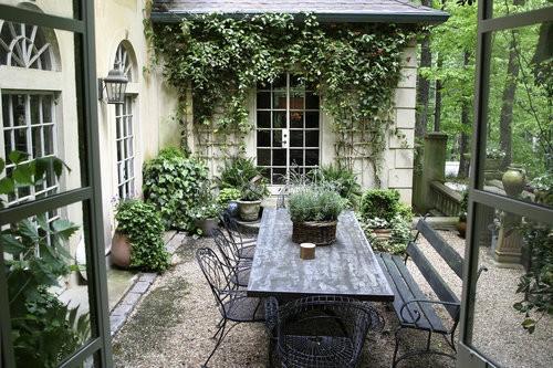 Inspire bohemia dreamy outdoor spaces part ii for Pisos para patios y jardines