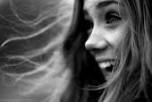 La curva más bonita de una mujer, es su sonrisa.