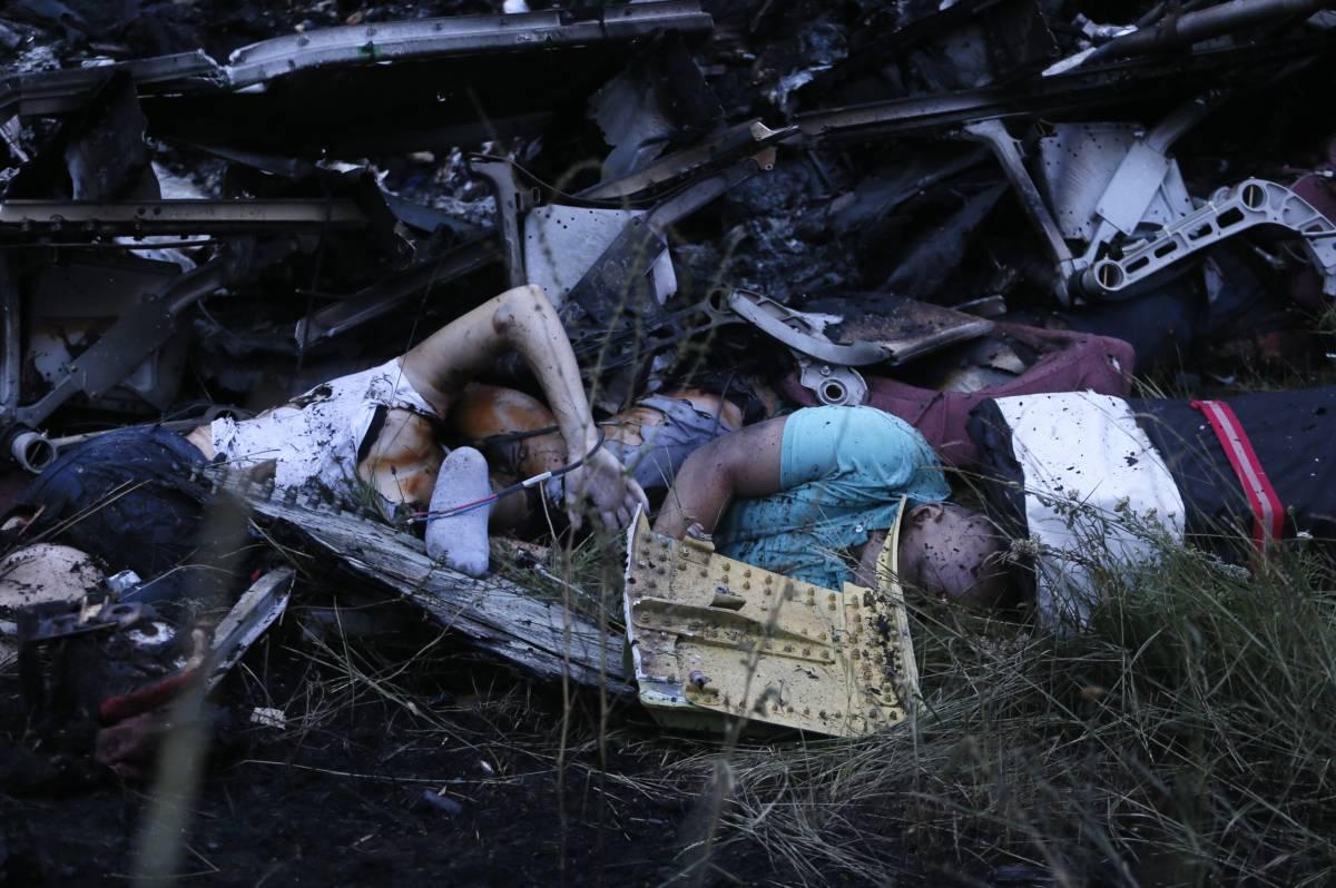 Фото с места крушения с телами погибших