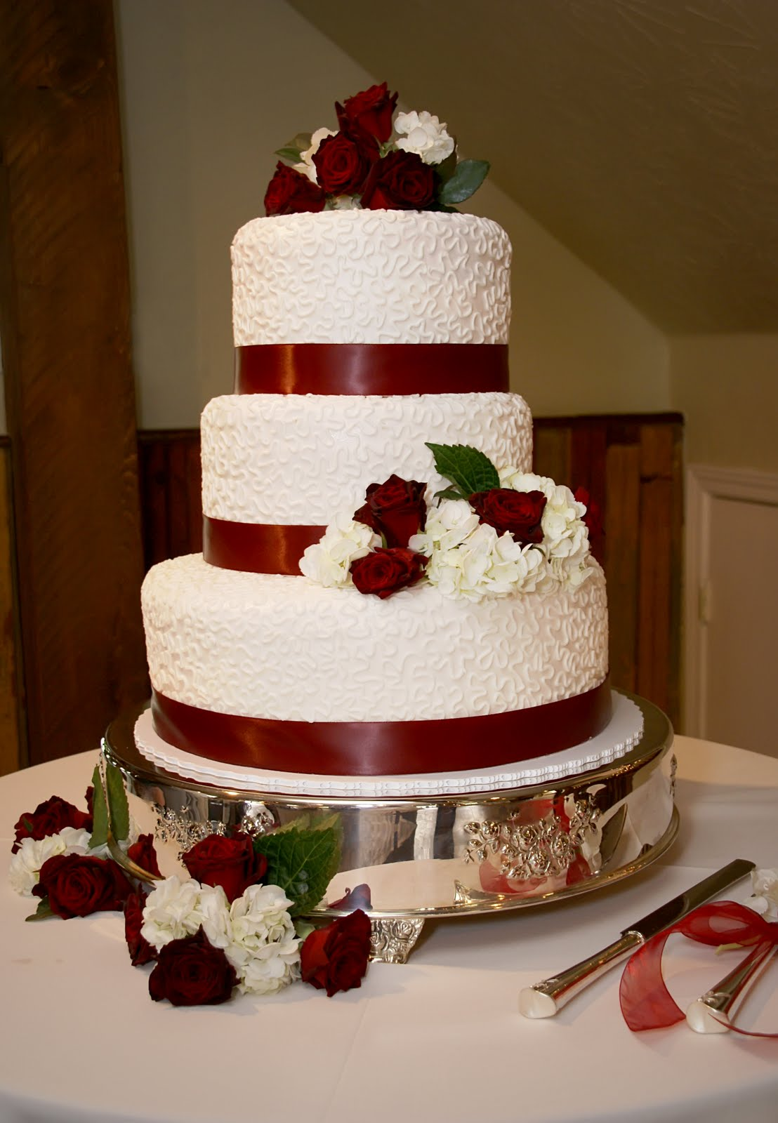 Beautiful Red Wedding Cakes Viewing Gallery