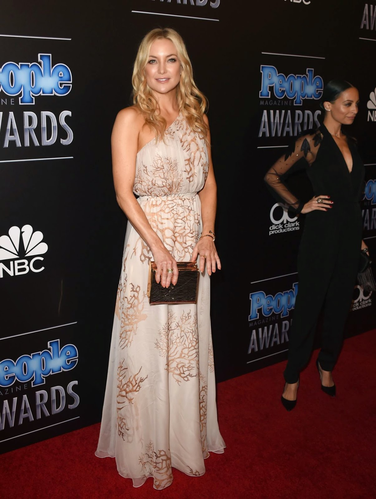 Kate Hudson wears Valentino for the 2014 People Magazine Awards
