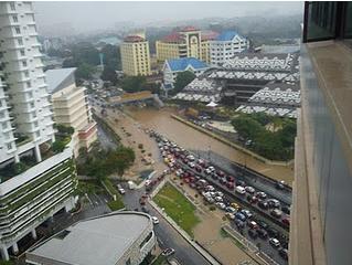 Gambar 3 : Banjir kilat KL 13 Dis 2011