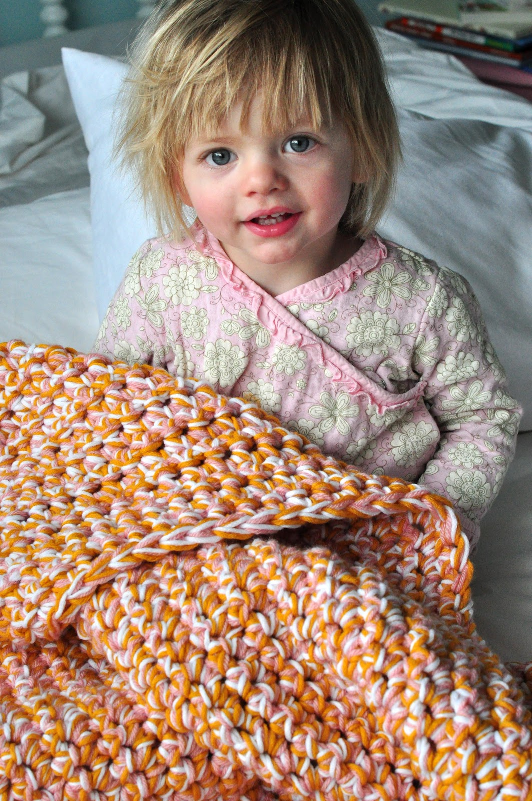 easy baby These crochet baby booties are just too cute learn how to crochet baby booties and baby sandals with these free patterns find crochet baby booties tutorials, baby shoes patterns, and other adorable ideas here.