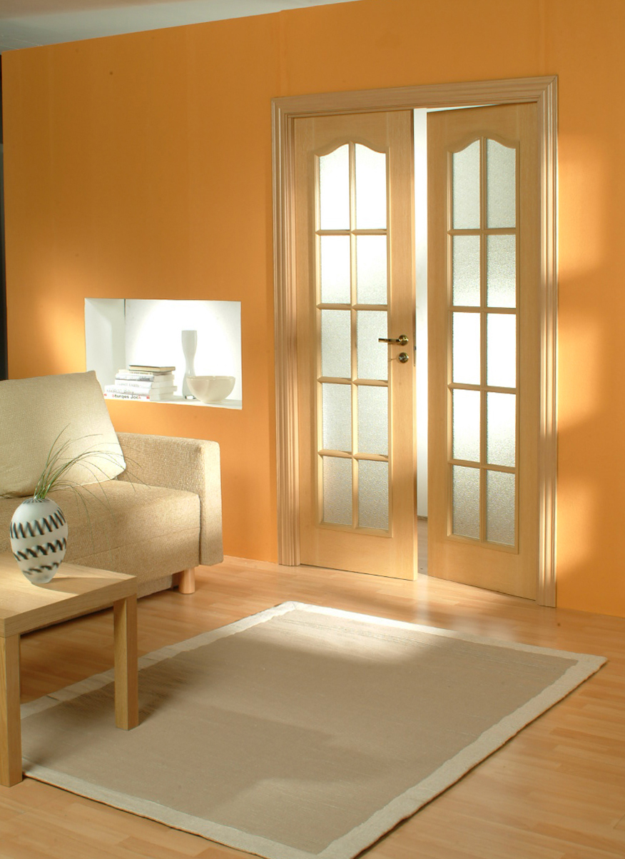 Как поменять цвет межкомнатных дверей