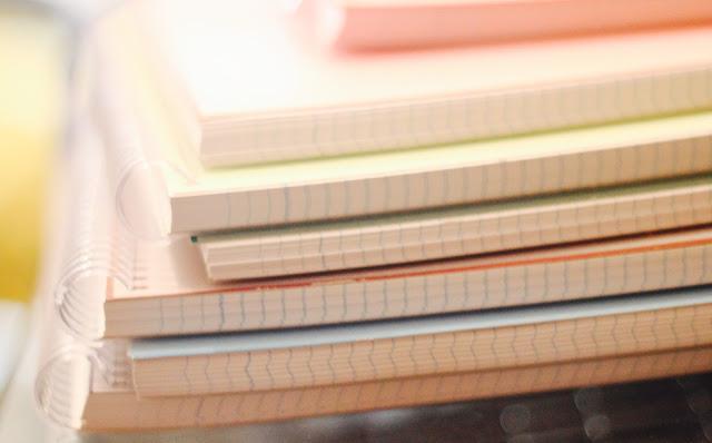 photo-vuelta-al-cole-material-libros-futbol-pinturas-mochila