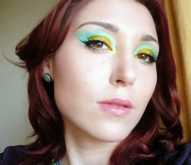 http://vermilionmcq.blogspot.com/2013/12/makijaz-w-kolorze-ktorego-nie-znosze.html