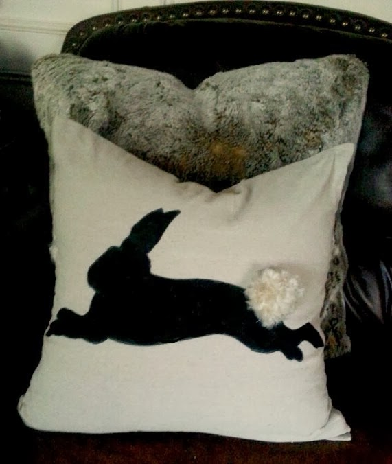 http://chantillycharm.blogspot.com/2014/03/diy-bunny-pillow.html