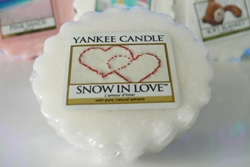 http://www.pasjekaroliny.pl/2013/11/yankee-candle-snow-in-love.html