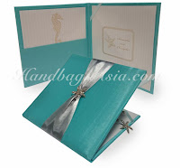 http://handbag-asia.com/beach-wedding-invitation-folio.htm