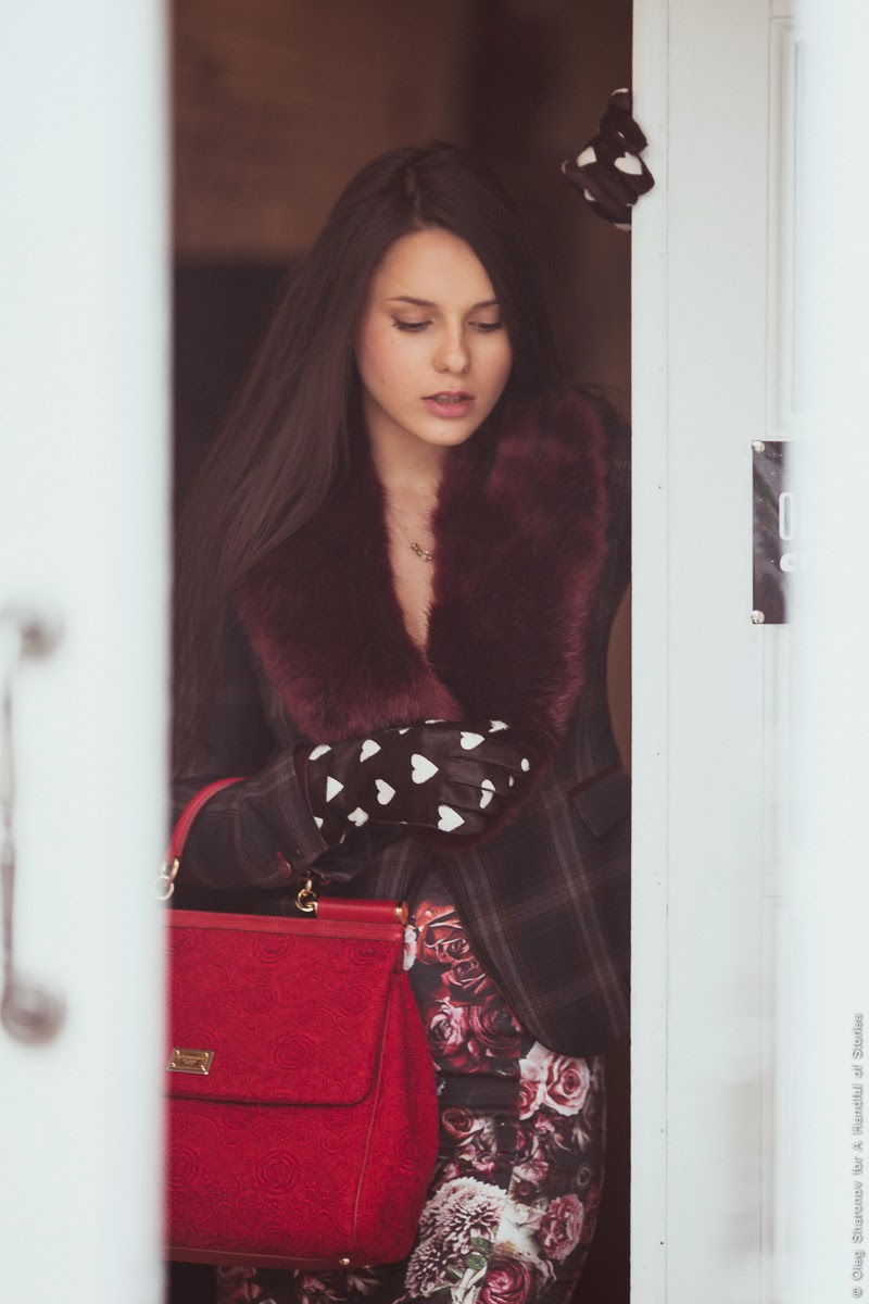 outfit of the day prints burberry heart gloves, faux fur stole dolce & gabbana sicily
