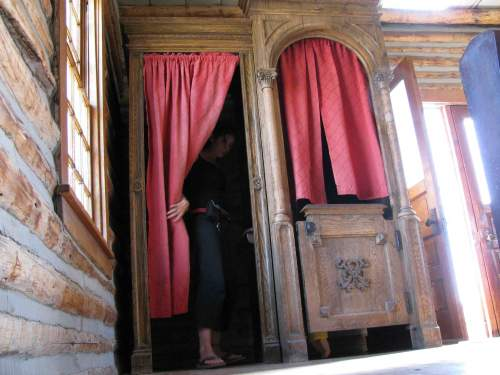 in-confessional.jpg (500×375)