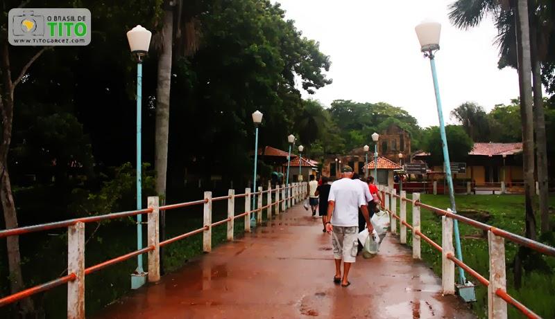 Passarela de acesso ao porto da ilha de Cotijuba, no Pará