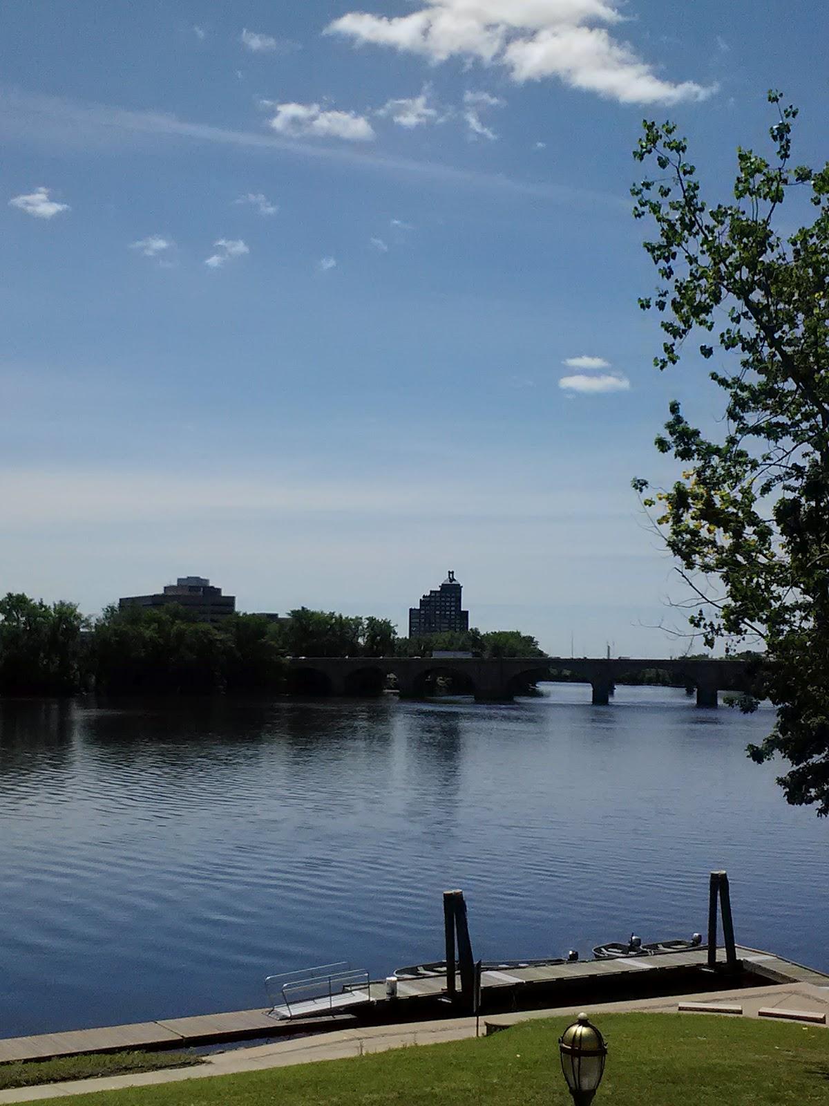 http://1.bp.blogspot.com/-vWWgtfWLFsU/T-fT1DPfQII/AAAAAAAAAMo/0gQznMQm2Ls/s1600/ct+river+waterfront+.jpg