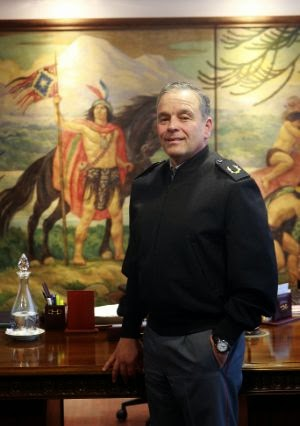 http://diario.latercera.com/2014/09/28/01/contenido/reportajes/25-174077-9-comandante-en-jefe-del-ejercito-cerrar-punta-peuco-seria-generar-un-problema.shtml