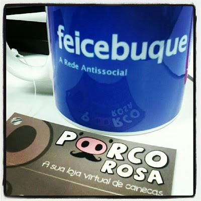 Caneca do blog Feicebuque em parceria com a Porco Rosa - A Sua Loja Virtual de Canecas