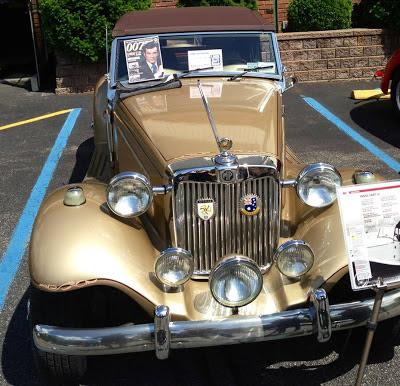 A revista sobre os carros usados nos filmes de James Bond também fez sucesso na América do Norte, valorizando o MP Lafer.