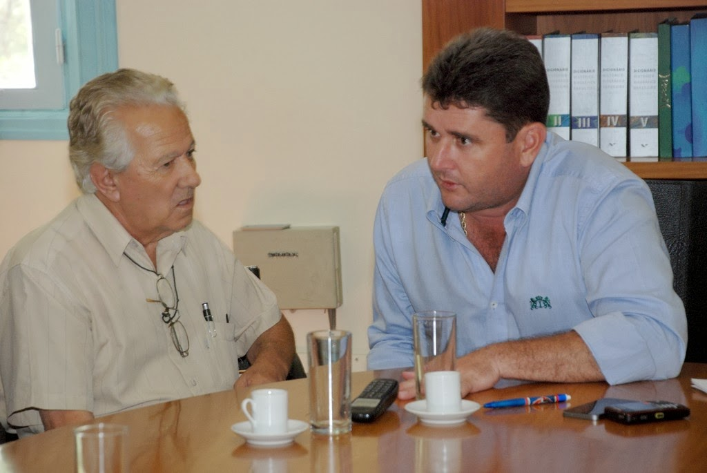 Prefeito Arlei com o proprietário do Mercado Produtor, Thomas Felippe da Rosa Neto: apoio na busca de alternativa para a manutenção do galpão