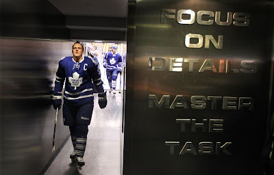 dion phaneuf leafs leader
