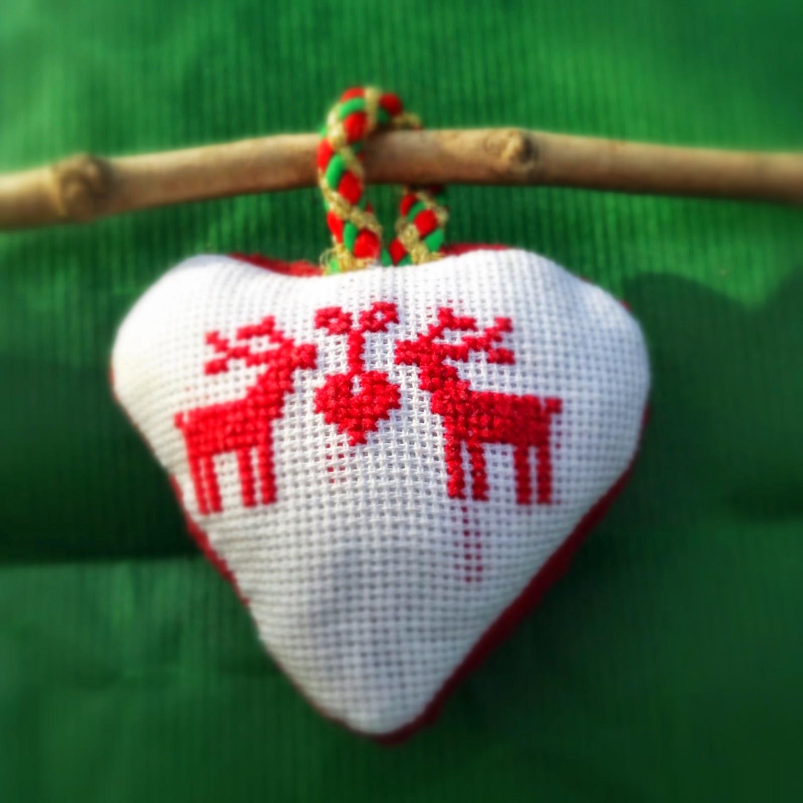 coeur brodé pour noël rennes point de croix