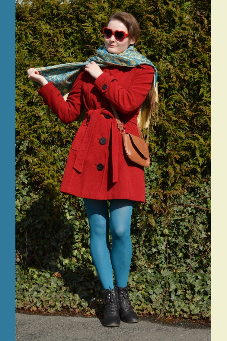 georgiana, quaint, quaintrelle, ootd, outfit, blogger, fashion, style, winter, spring, red, coat Tchibo, blue, Calzedonia, tights, pashmina, sarie, oriental, beauty, heart shaped glasses