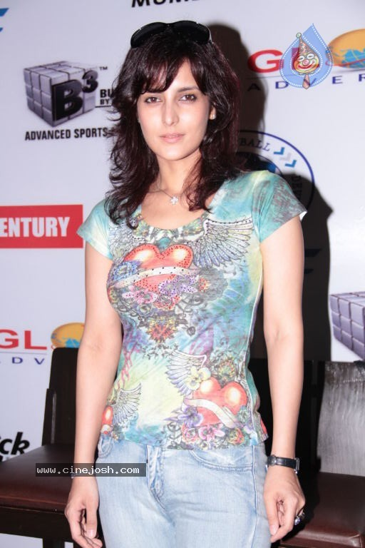 Gorgeous Tulip Joshi in blue jeans at Football Marathon Run ...