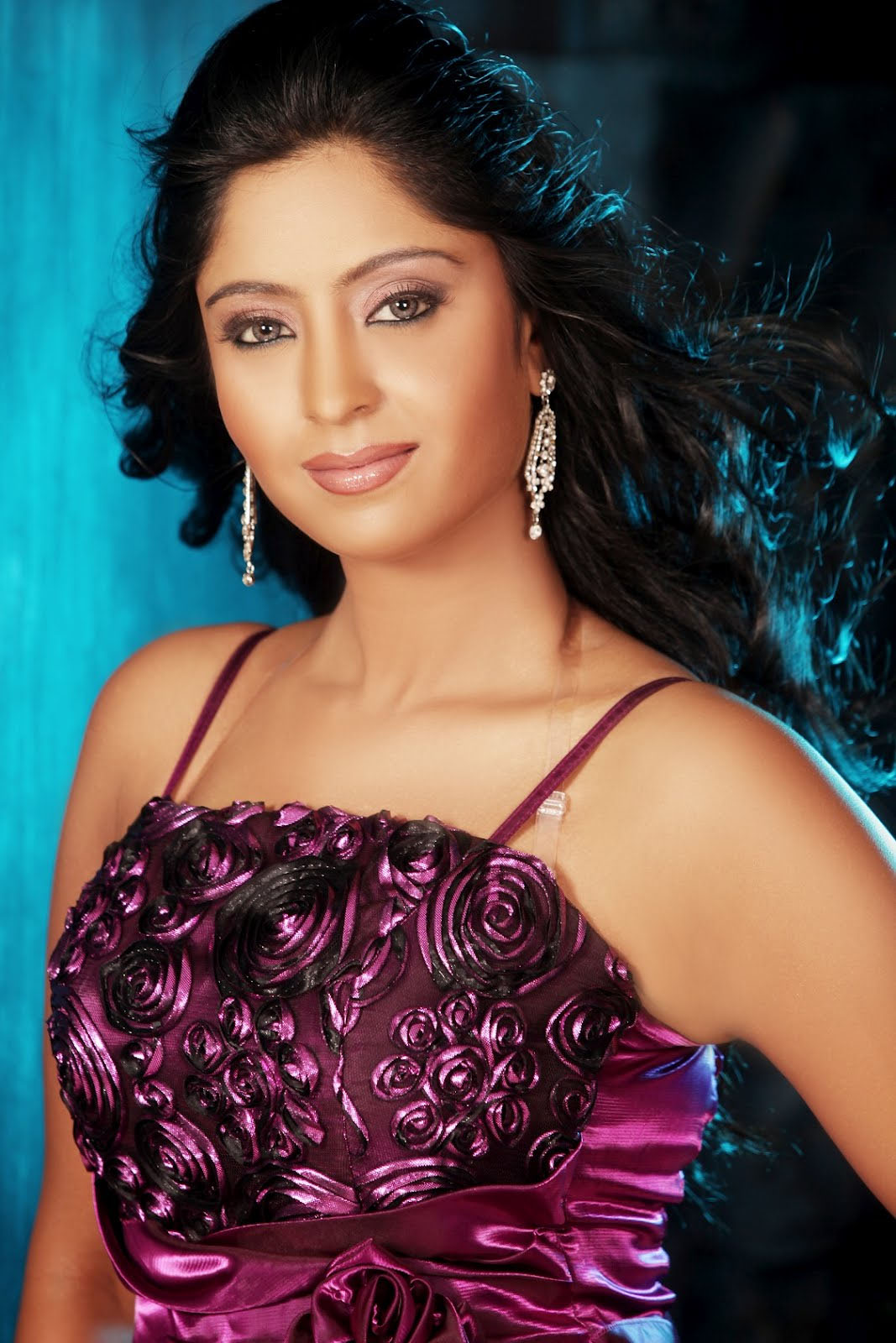 Amrapali Dubey Spicy Bhojpuri Actress top 10 HD Wallpapers Pics Watch Online