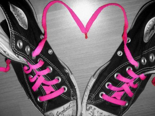 cute love heart pictures. cute emo love heart.