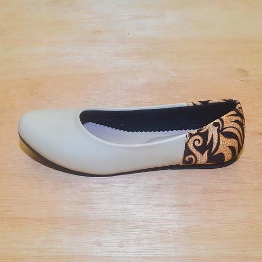 Sepatu Batik Cream Mocha