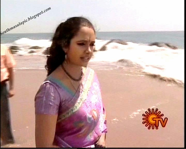 Aunty Series 10 (Hot Super Aunties showing their mulai in Saree