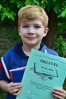 Ismét kitűnő tanuló lett! ❤ (2018. június) Oklevéllel és könyvjutalommal