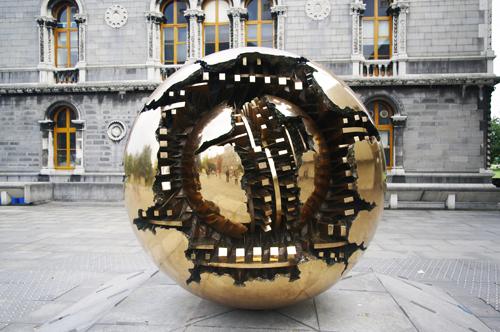 l 39 archivio della scultura sfera arnaldo pomodoro