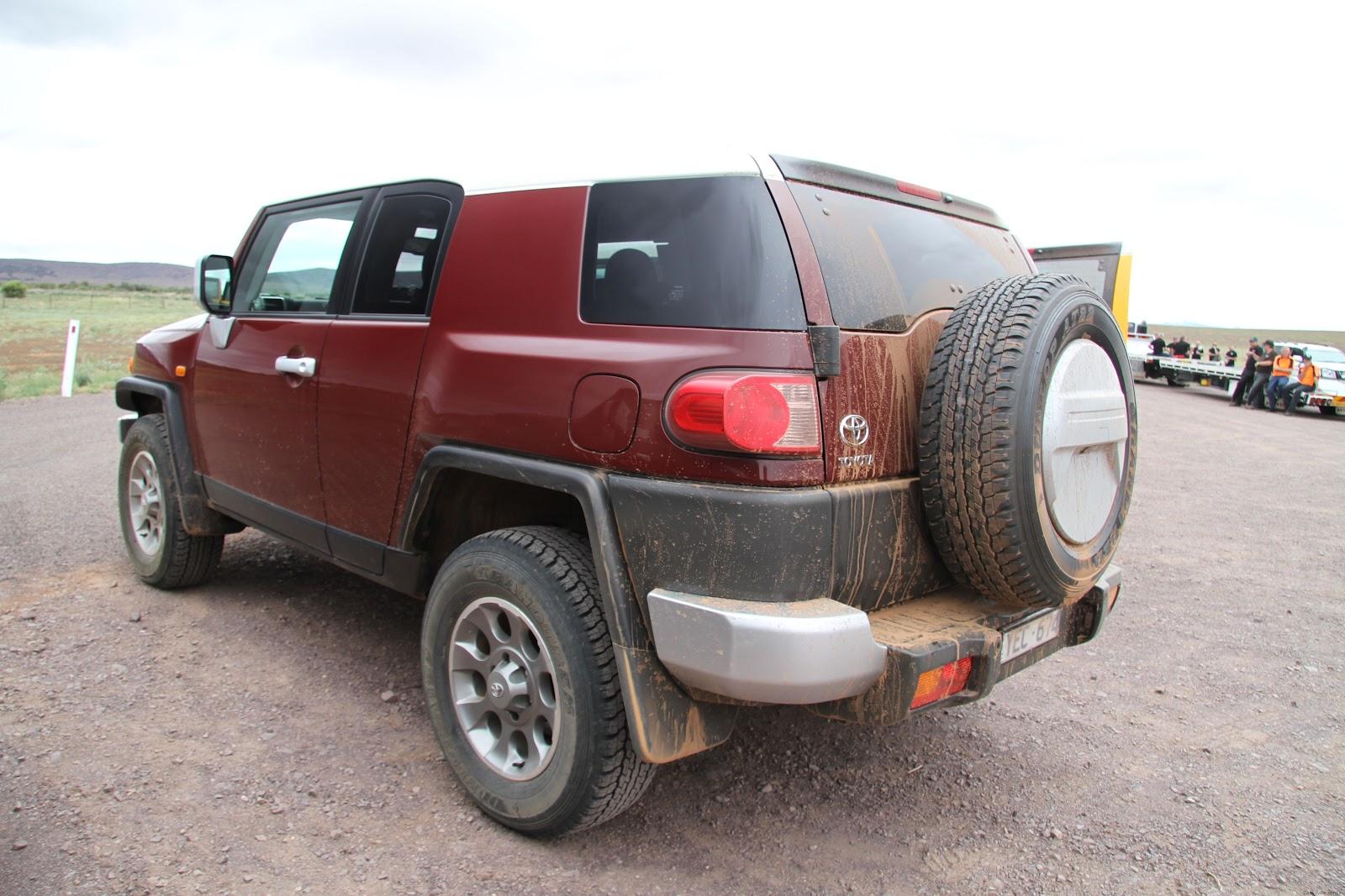 http://1.bp.blogspot.com/-vYV8-bo5C2c/T2byQqzzGXI/AAAAAAAAAv4/tVoedGwWV90/s1600/Toyota_FJ_Rear_Maroon.jpg