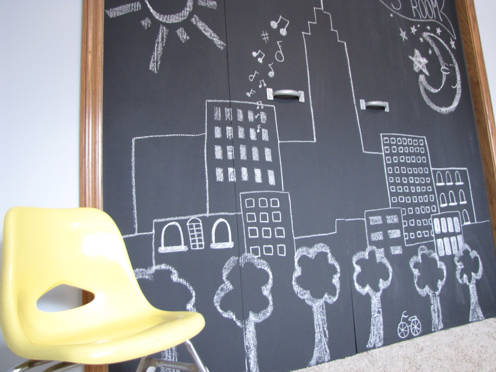 Superieur DIY Chalkboard Closet Doors