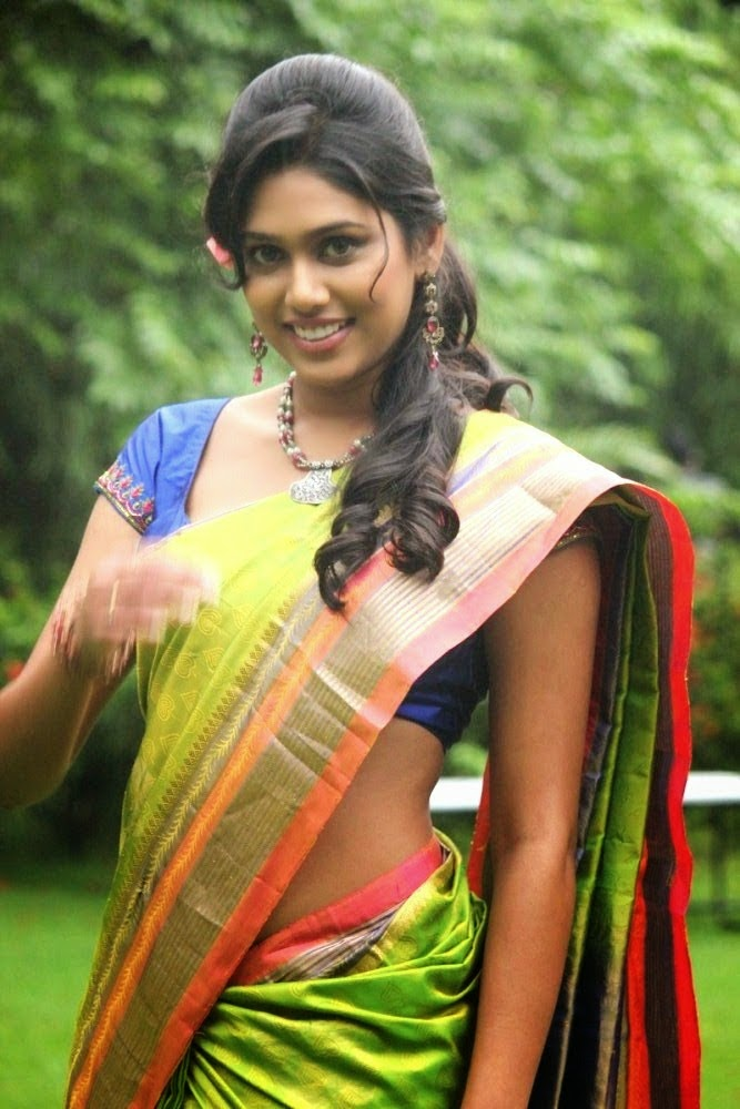 Manisha Yadav Sexy Navel Show in Saree