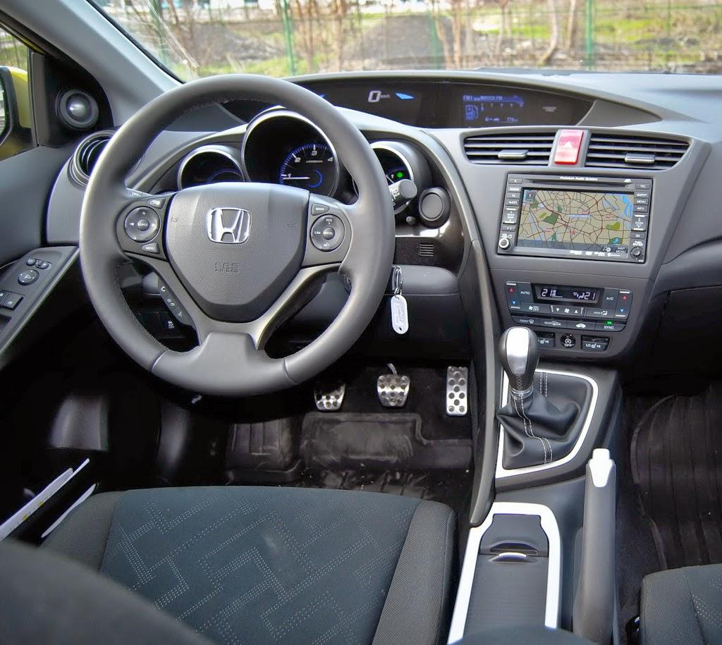 Honda Civic 5D vedere din interior