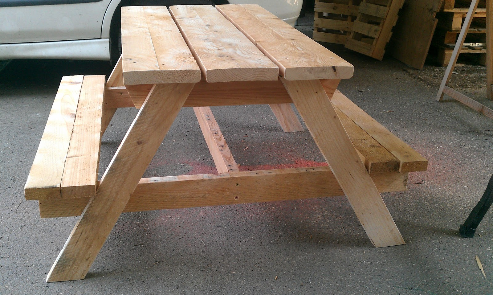 Ludo la bricole table de picnic enfants - Faire une table en palette ...