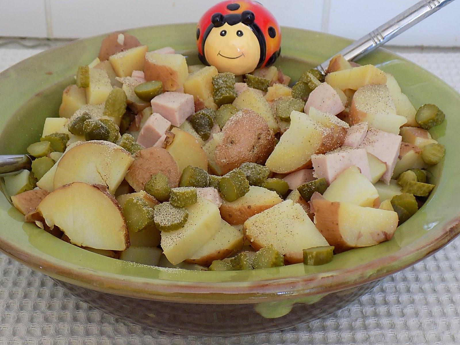 une coccinelle en cuisine salade de pomme de terre au cervelas. Black Bedroom Furniture Sets. Home Design Ideas
