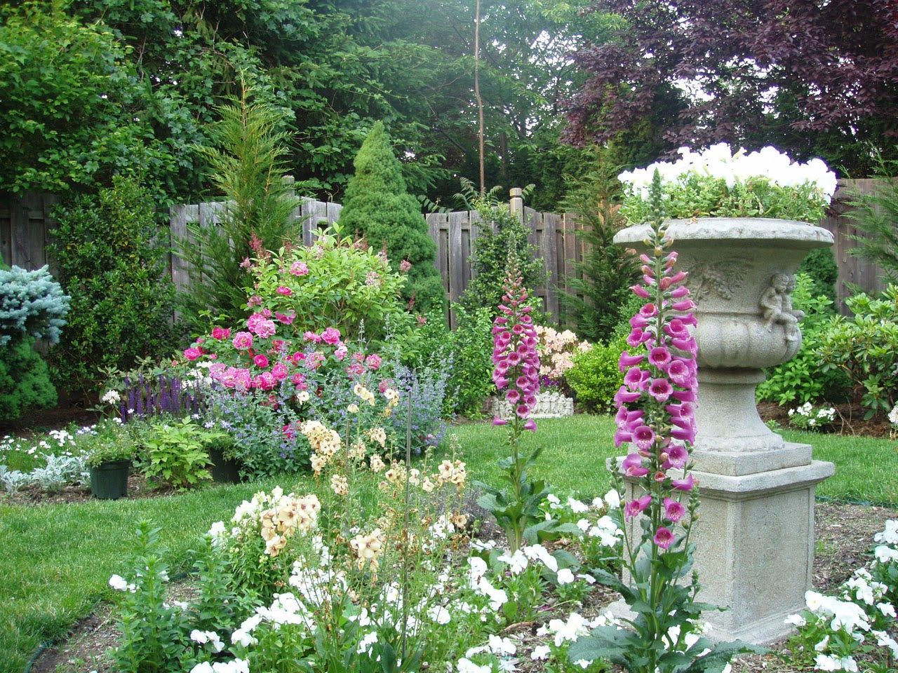 English garden wallpaper wallpaper gallery for Beautiful gardens landscaping