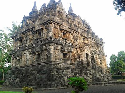 Bangunan Candi Sari