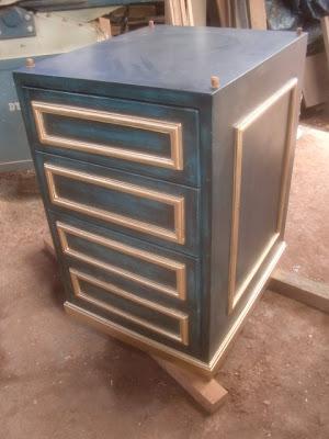 Decoraciones manualidades en madera acabados y decorados - Muebles pintados de colores ...