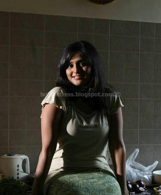 Actress ramya nambeesan hot pics