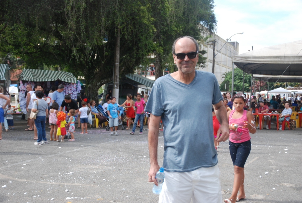 Ronaldo Fialho, diretor de Núcleo de Eventos da secretaria municipal de Turismo, prestigia a matinê na Feirinha de Teresópolis