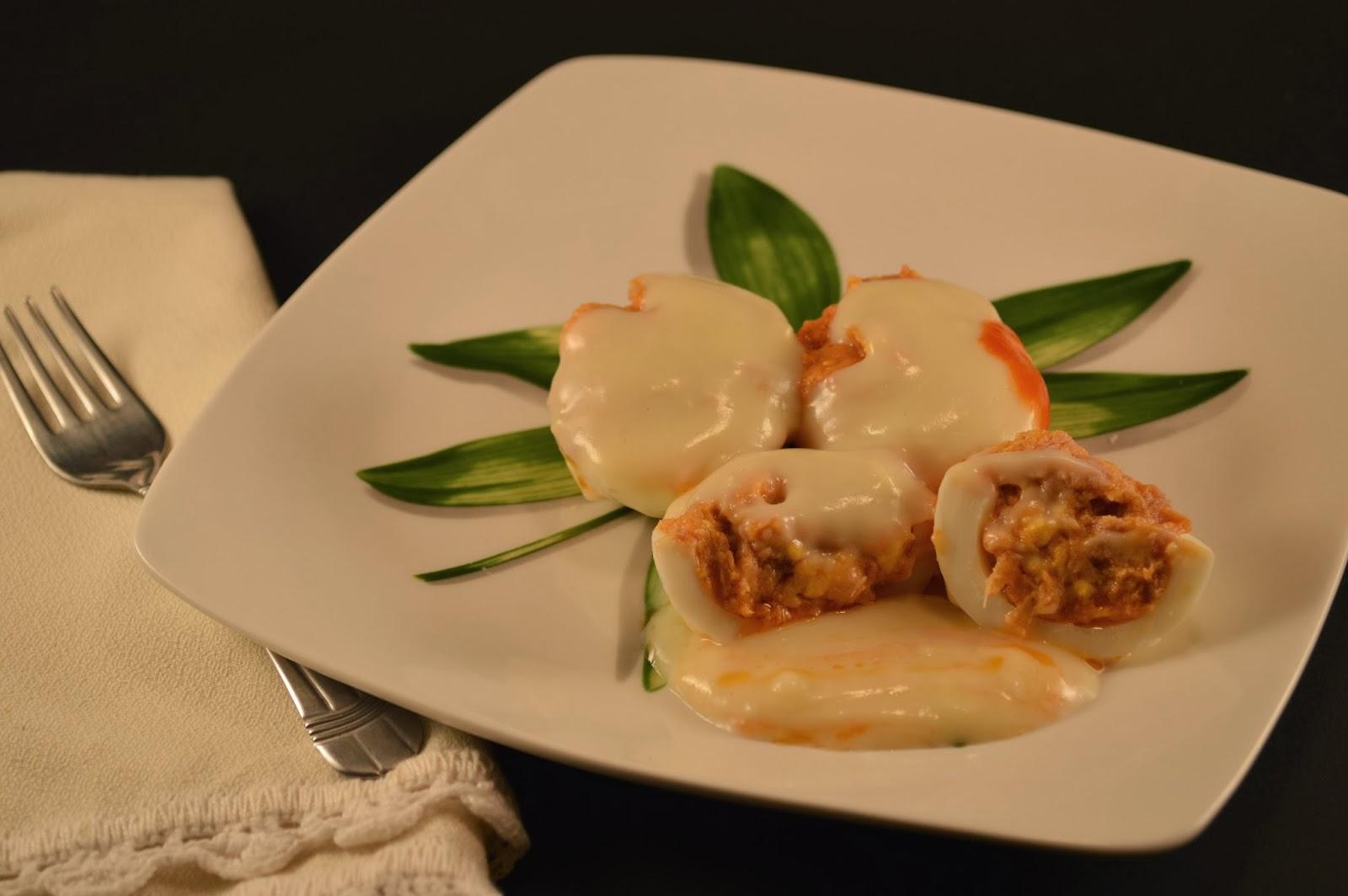 Huevos Rellenos con salsa Bechamel