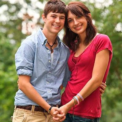 Arin e Katie se conheceram quando se preparavam para cirurgia de readequação sexual (Foto: Reprodução Internet)