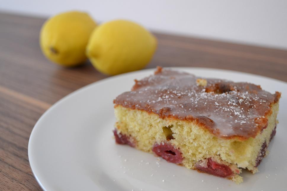 Zitronenkuchen auf dem blech
