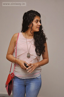 Tapsee-Latest-Stills-in-Jeans