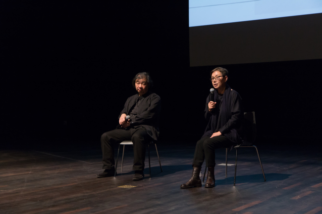 Shigeru Ban (left) and Choi Jae-eun discusses her 'Dreaming of Earth' project at the Global Network Forum