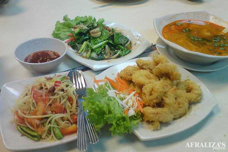 When she whispers giggles dinner d 39 bangkok kitchen for P kitchen restaurant bangkok